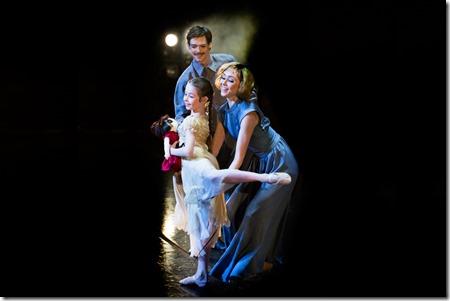 Владимир Шкляров, Анна Лавриненко и Маша Кошкарева в балете Камера-обскура