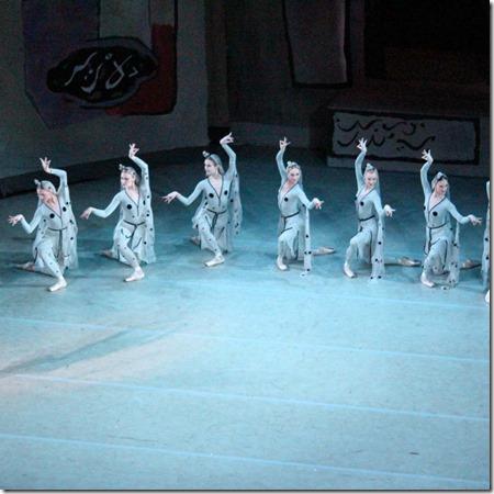 Танец придворных танцовщиц в балете Легенда о любви