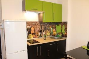 кухня, холодильник, стол