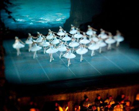 Больших лебедей впервые танцуют Ксения Осинцева и Юлия Лукьяненко