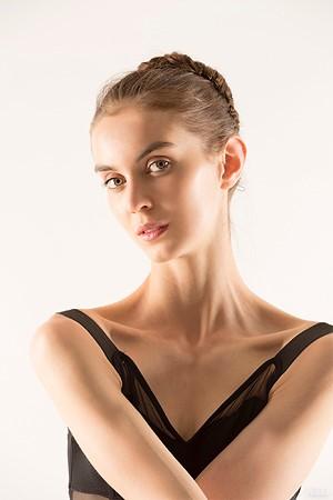 балерина Леа Томассон