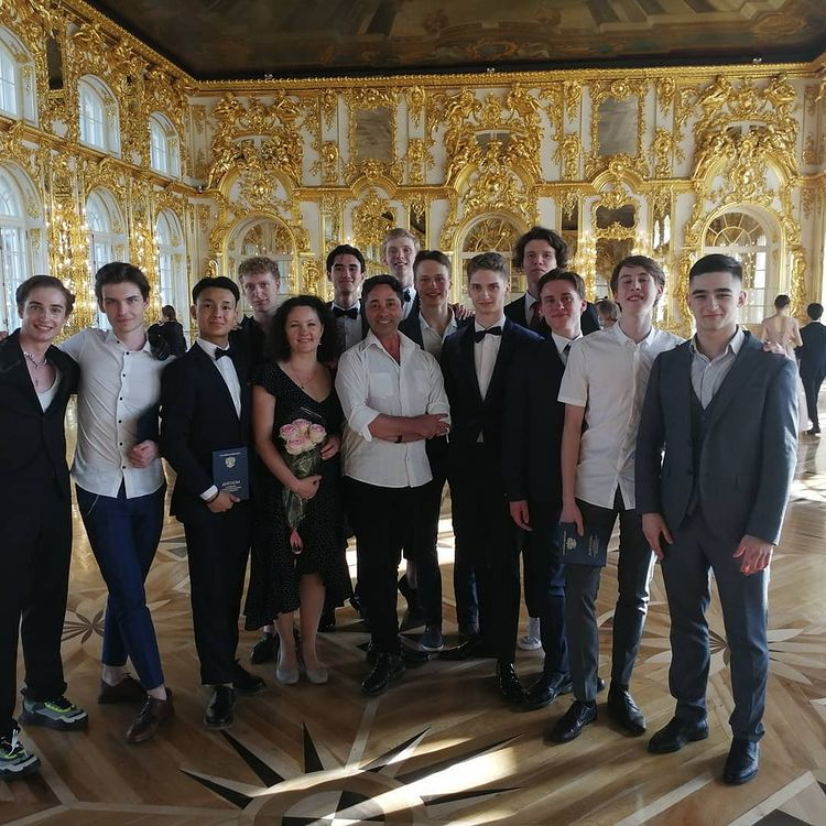 Фетон Меоцци со своими выпускниками